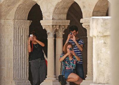 Touristes à l'abbaye